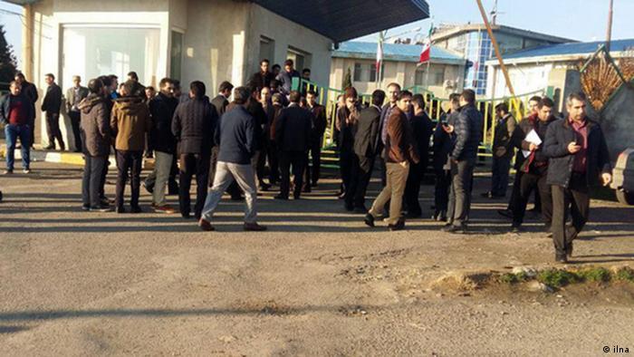 بیش از ۵۰۰ نفر از کارگران کشت و صنعت مغان در اعتراض به نحوه خصوصیسازی این مجتمع دست به تجمع زدند