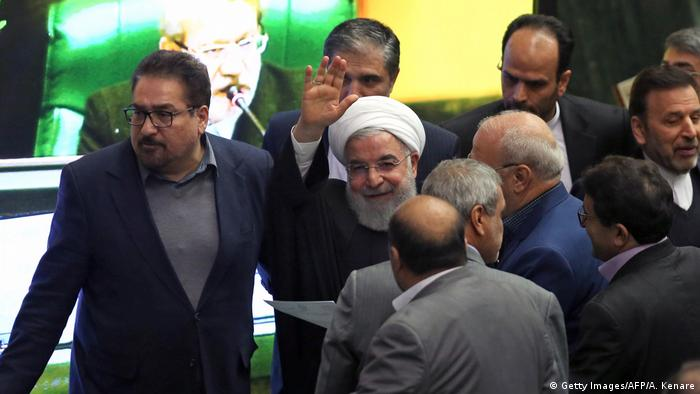 Iran Rohani Hauhaltsrede im Parlament (Getty Images/AFP/A. Kenare)