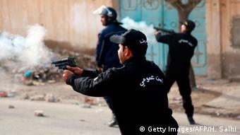 Tunesien Ausschreitungen nach Selbstverbrennung eines Journalisten in Kasserine