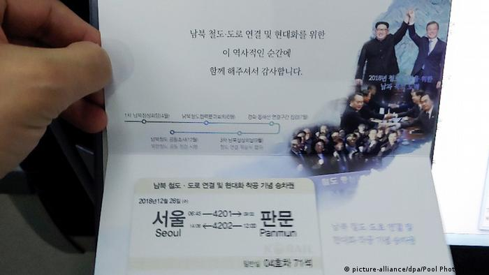 Ticket for North and South Korean rail (picture-alliance/dpa/Pool Photo/Yonhap)