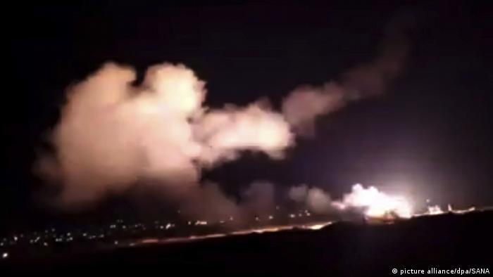Взрыв после авиаудара возле Дамаска