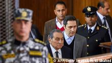 Former Egyptian president Hosni Mubarak (C, front), who was ousted following a popular uprisal in 2011, arrives with his sons Alaa (C-R) to testify during a session in the retrial of members of the now-banned Muslim Brotherhood over charges of plotting jailbreaks and attacks on police during the 2011 uprising, at a make-shift courthouse in southern Cairo on December 26, 2018. (Photo by MOHAMED EL-SHAHED / AFP) (Photo credit should read MOHAMED EL-SHAHED/AFP/Getty Images)