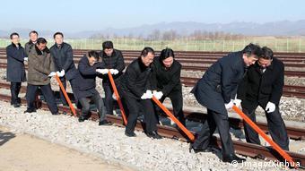 Panmun Bahnhof Grenzstadt Kaesong Spatenstich für Bahn- und Straßenverbindung zwischen Nord- und Südkorea