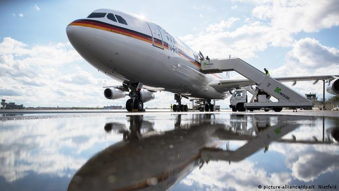 The German chancellor's plane (picture-alliance/dpa/K. Nietfeld)