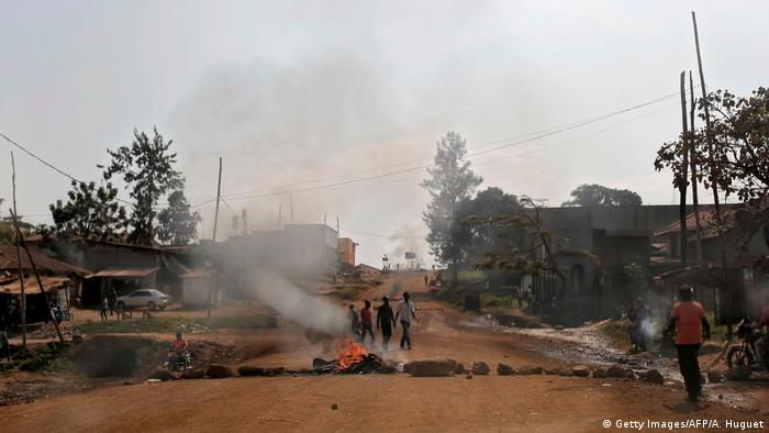 Burning tires on a street in Beni (Images/AFP/A. Huguet)