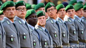 Bundeswehr Rekruten (picture-alliance/dpa/M. Schutt)