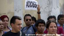 20.04.2015 A man holds up a sign that reads in Spanish: CICIG yes in reference to the U.N. International Commission Against Impunity, or CICIG, during a protest against Guatemala's President Otto Perez Molina in Guatemala City, Monday, April 20, 2015. The United Nations is ready to continue working with Guatemala through a commission that has been investigating criminal networks in the Central American nation, Secretary-General Ban Ki-moon said Monday. (AP Photo/Moises Castillo) |