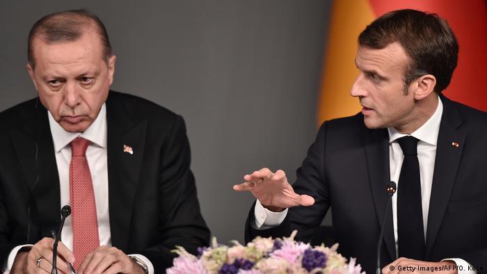Una relación tensa: el primer ministro turco y el presidente francés.