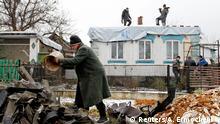 Ostukraine Donezk Aufäumarbeiten nach Artilleriebeschuss