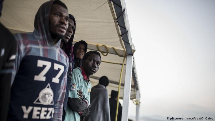 Spanien: Rettungsschiff Open Arms mit geretteten Flüchtlingen