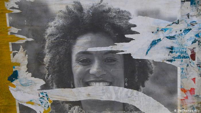 Cartaz colada em poste no Borel, Rio de Janeiro, Brasil, presta homenagem a Marielle