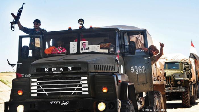 Syrien Assad Truppen Konvoi (picture-alliance/ Xinhua/A. Safarjalani)