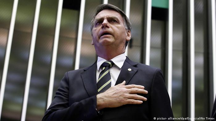 O presidente Jair Bolsonaro diz que objetivo dos cortes é descentralizar investimento