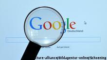 Lupe über dem Google-Logo auf einem Bildschirm (picture-alliance/Bildagentur-online/Schoening)
