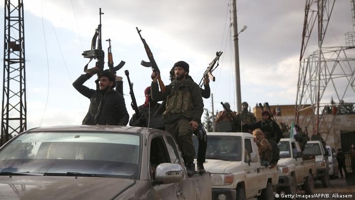 Syrien - von der Türkei unterstützte Truppen in der Nähe von Manbidsch