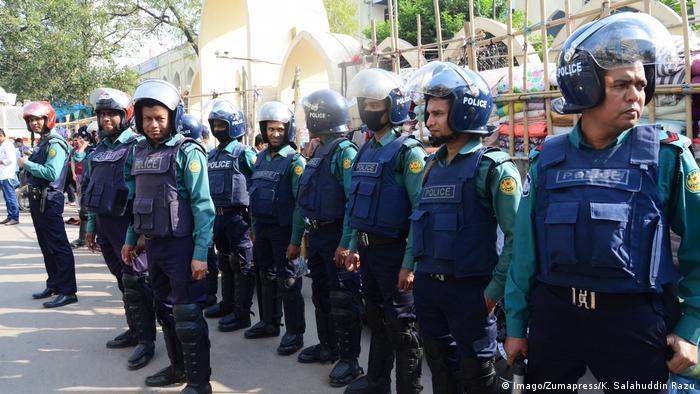 Bangladesch Dhaka Polizei sichert Vorbereitungen für Parlamentswahl