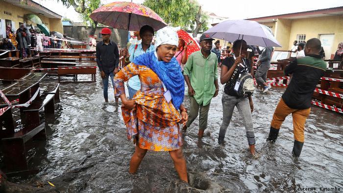 Kongo hält mit zwei Jahren Verspätung historische Wahlen ab (Reuters/K. Katombe)