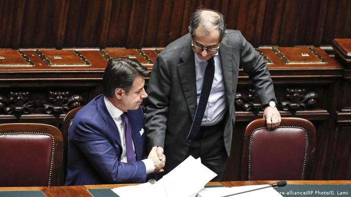 Italien Haushalt 2019 | Giuseppe Conte und Giovanni Tria (picture-alliance/AP Photo/G. Lami)