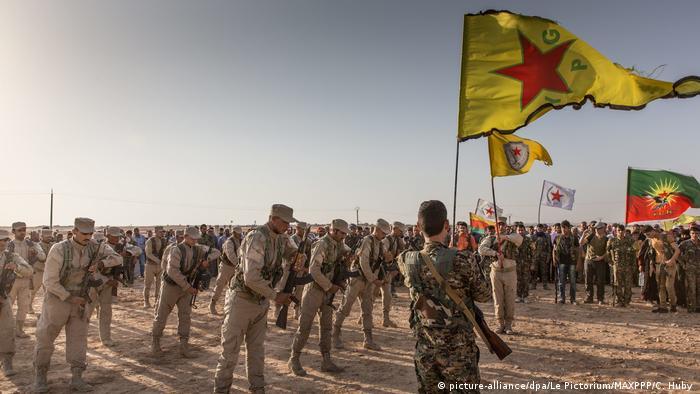 YPG'nin yer aldığı Suriye Demokratik Güçleri'nde yer alan savaşçılar (Arşiv)