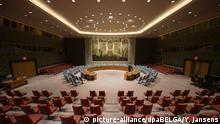 ARCHIV - 07.06.2018, USA, New York: 07.06.2018, USA, New York: Übersicht des Saales des UN-Sicherheitsrates. (zu dpa «Maas: Deutschland darf sich im UN-Sicherheitsrat nicht wegducken» vom 27.12.2018) Foto: Yorick Jansens/BELGA/dpa +++ dpa-Bildfunk +++ |