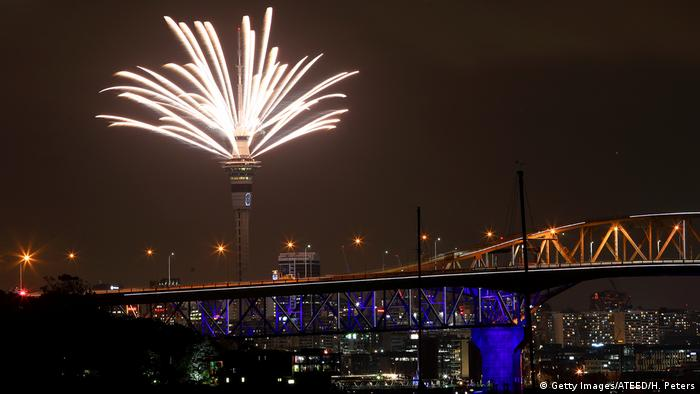 Fireworks explode above Auckland (Getty Images/ATEED/H. Peters)