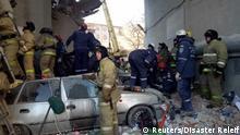 Russland Magnitogorsk - Einsatzkräfte bei eingestürztem Gebäude