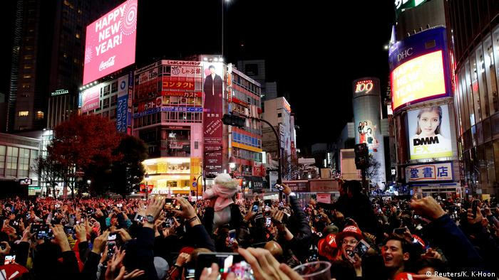 People fill Shibuya crossing to ring in the new year (Reuters/K. K-Hoon)
