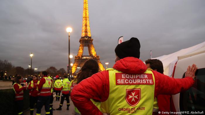 Frankreich Paris - Vorbereitungen auf Sylvester am Eiffelturm