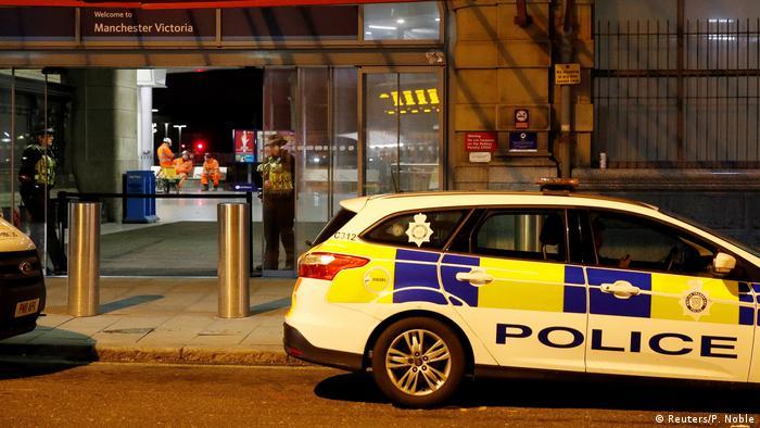 La Policía británica informó que trata como un posible incidente terrorista un apuñalamiento en el que tres personas resultaron heridas anoche en una estación de tren de Mánchester (norte de Inglaterra). Un hombre de 25 años está detenido en relación al ataque y las fuerzas de seguridad han registrado un domicilio en el norte de la ciudad inglesa. (1.01.2019).