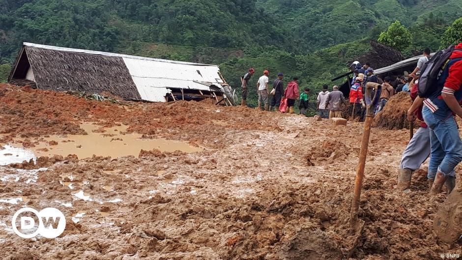 Bencana Longsor Dan Banjir Awali Tahun Baru 2019 Indonesia Laporan Topik Topik Yang Menjadi Berita Utama Dw 01 01 2019