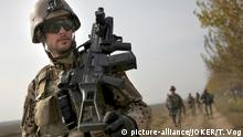 A German soldier marching in Afghanistan (picture-alliance/JOKER/T. Vog)