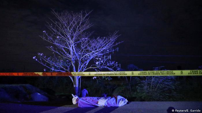 Honduras gangs (Reuters/E. Garrido)