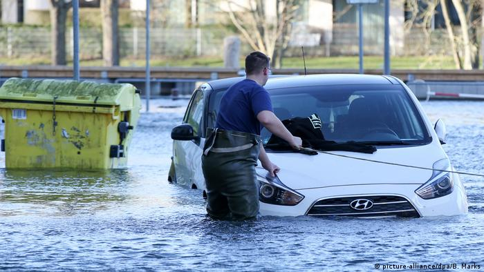 A car being pulled out of a flooded street in Lübeck.