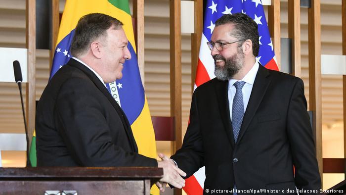 O secretário de Estado americano, Mike Pompeo, e o novo ministro das Relações Exteriores brasileiro, Ernesto Araújo