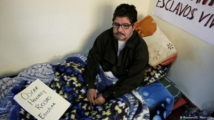 """Un único detractor del presidente de Bolivia, Evo Morales, continúa en La Paz con una huelga de hambre que lleva 16 días y está """"dispuesto a morir en defensa de la democracia y el referéndum"""", que rechazó la reelección. 02.01.2019"""