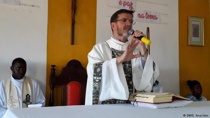 Dom Luiz Fernando Lisboa é o bispo da Diocese de Pemba, em Cabo Delgado