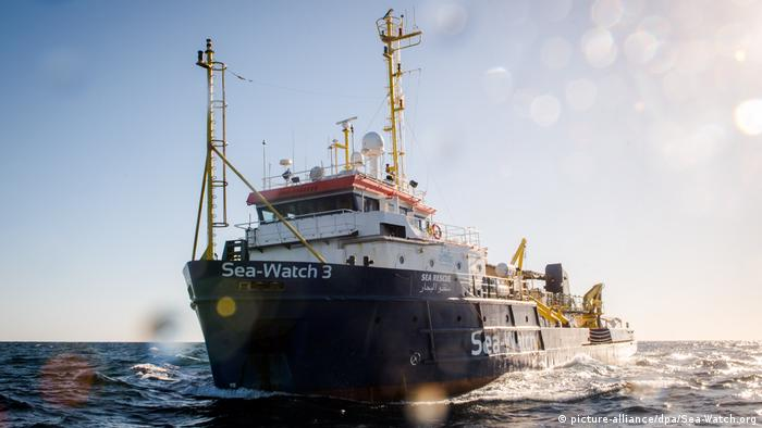 Mittelmeer Rettungsaktion von Sea-Watch (picture-alliance/dpa/Sea-Watch.org)