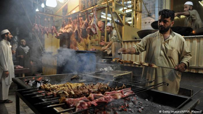 Pakistan Grillen & BBQ in Peschawar (Getty Images/AFP/A. Majeed)