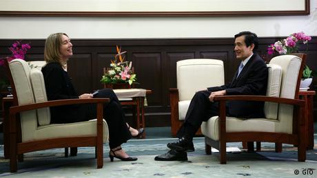 Adrienne Woltersdorf im Interview mit dem taiwanesischen Präsident Ma Ying-jeou (GIO)