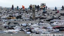 Niederlande - Angespültes Treibgut der MSC Zoe nach Containerverlust