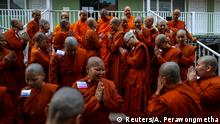 Novice monks gather during a group photo session at the Songdhammakalyani monastery, Nakhon Pathom province, Thailand, December 7, 2018. Officially, only men can become monks and novices in Thailand under a Buddhist order that, since 1928, has forbidden the ordination of women. A growing number of women defy generations of Thai Buddhist tradition by becoming ordained as novice monks at the unrecognised all-female monastery. REUTERS/Athit Perawongmetha SEARCH FEMALE MONKS FOR THIS STORY. SEARCH WIDER IMAGE FOR ALL STORIES. Weitere INFOS: https://reut.rs/2LPLCYQ