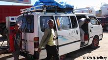 این نام شهریست که کمکرانندگان جوان مینیبوس با صدای بلند جار میزنند تا مسافران بیشتری را از شهرهای منطقه تیگرای در اتیوپی جمع کرده به اسمره، پایتخت اریتره ببرند. با بهبود روابط میان اتیوپی و اریتره مردم میتوانند از پرخطرترین مرزی که در جهان وجود داشته، بدون داشتن گذرنامه یا اجازه عبور به راحتی بگذرند.