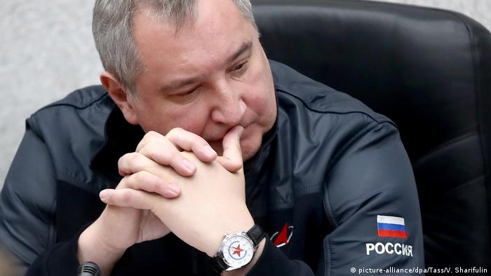 Dmitry Rogozin, director general Roscosmos, looking pensive (picture-alliance/dpa/Tass/V. Sharifulin)