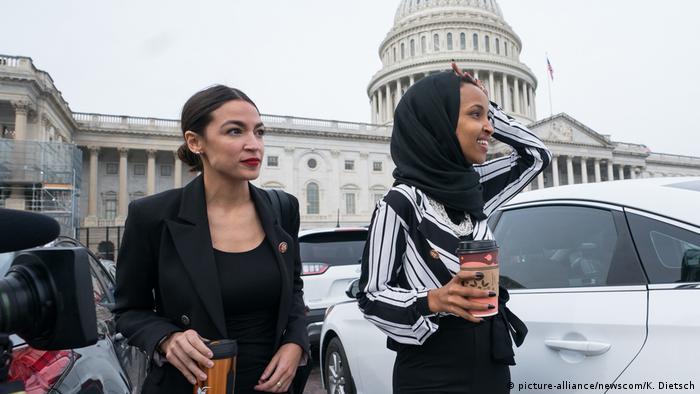 USA Alexandria Ocasio-Cortez und Ilhan Omar (picture-alliance/newscom/K. Dietsch)