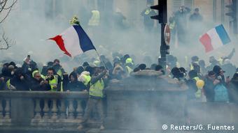 Frankreich Zusammenstöße bei erneuten «Gelbwesten»-Protesten in Paris.