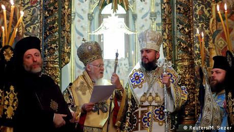 Вселенський патріарх вручив томос предстоятелю Православної церкви України
