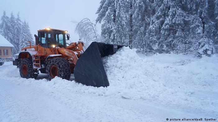Deutschland Wetter - Wintereinbruch im Schwarzwald (picture alliance/dpaB. Spether)