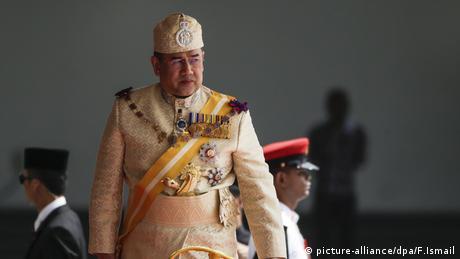 Король Малайзії зрікся престолу