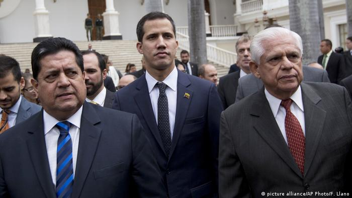 Venezuela Juan Guaido, Omar Barboza und Edgar Zambrano (picture alliance/AP Photo/F. Llano)