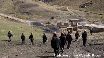 Афганские шахтеры с угольной шахты близ Герата